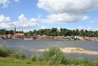 Elbe mit Lauenburg