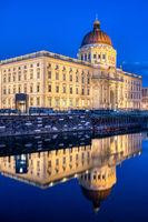 Das wiederaufgebaute Berliner Stadtschloss bei Nacht