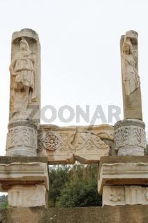 Statuen am Domitan Tempel