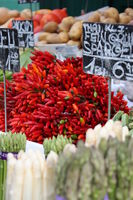Peperoni auf einem Gemüsemarkt