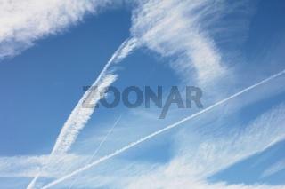 Himmel mit Kondensstreifen