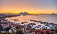 Der Golf von Neapel vor Sonnenaufgang