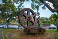 two large gears and knee-jerk engine. Monument monument to the railway.