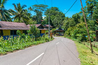 Straßendorf in den Bergen von Tana Toraja
