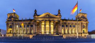 Berlin Reichstag Bundestag Regierung Parlament Reichstagsgebäude Panorama Abend Nacht in Deutschland