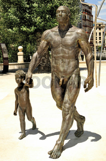 'Mann mit Junge' am Paseo de la Atapuerca Burgos