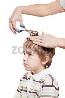 Cutting child hair