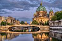 Der Berliner Dom, die Museumsinsel und die Spree