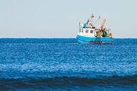 Fischerboot auf der Ostsee vor Warnemünde