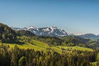 Appenzellerland mit Blick auf den Säntis, Kanton Appenzell, Schweiz