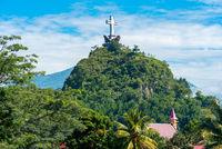 Das Kreuz Denkmal auf dem Buntu Singki ist eine Touristenattraktion in Rantepao