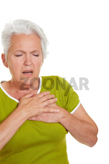Seniorin mit Herzinfarkt