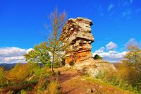 Anebos Burg im Herbst im Pfälzer Wald - castle Anebos in Palatinate Forest in autumn, Germany