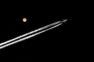 Über dem Mond