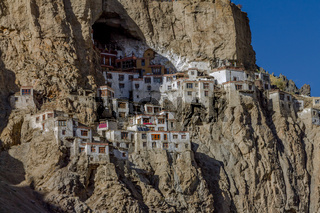 Houses and temples of the Phugtal Monastery