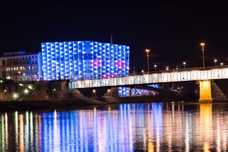 ARS-Elektronica-Center nachts beleuchtet bei der Donau - Linz, Austria