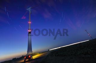 Windgenerator mit Startrails