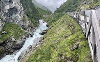wanderpath in the rocks near a wild river