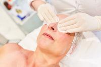 Vorbereitung der Augenlidstraffung  durch Thermage