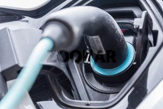 Elektroauto lädt Akku auf - Nahaufnahme E-Car