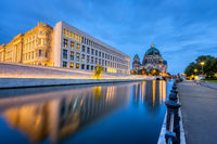 Der Berliner Dom, die Spree und die Rückseite des Stadtschlosses