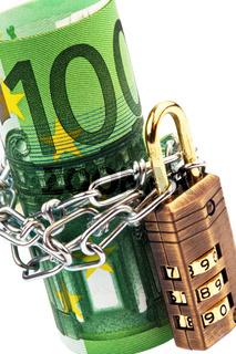 100 Euroschein mit Kette