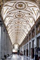 Kassettendecke des rechten Seitenschiffs der Basilika Santa Maria Maggiore in Rom in Italien