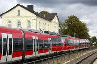 Diesel-getriebener Triebwagen Talent der Firma Bombardier auf der Eifelstrecke zwischen Köln und Trier
