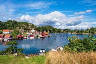 Blick auf das Dorf Farestad in Norwegen