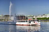 Binnenalster und Alsterdampfer in Hamburg