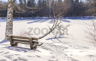 Winter am See, sonniger Tag