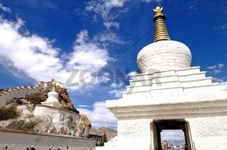 Lhasa Tibet Potala Palast mit Stupa