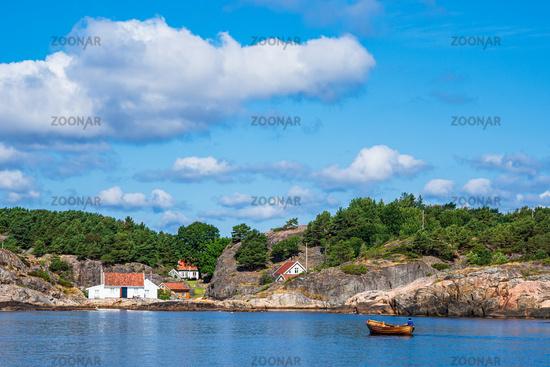 Boot vor der Schäreninsel Monsøya in Norwegen
