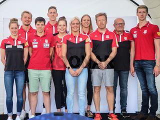 Schwimmer,Schwimmerinnen mit Trainer SC Magdeburg bei Verabschiedung für Tokio Olympia 2021