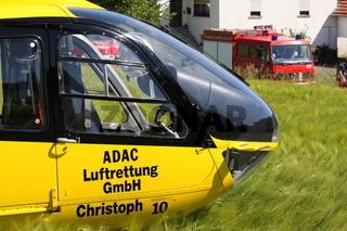 Rettungshubschrauber bei Verkehrsunfall
