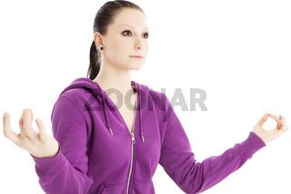Ausgeglichene junge Frau beim Entspannungstraining