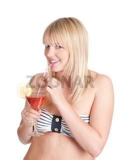 junge frau mit cocktail