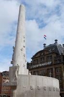 Nationales Monument und De Bijenkorf in Amsterdam