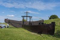 Historisches Mudderboot am Alten Hafen in Hooksiel