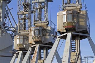 Alte stillgelegte Kräne im Hamburger Freihafen, Hamburg, Deutschland