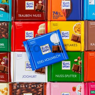 Ritter Sport Schokolade Schokoladen verschiedene Sorten Hintergrund Quadrat