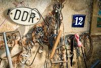 DDR Boden plunder, draht, schilder