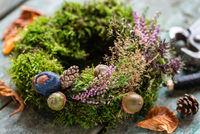 Herbstliche Dekoration Mooskranz