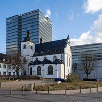 Kirche Alt St- Heribert mit Lanxess Hauptverwaltung im Hintergrund - Köln-Deutz
