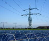 Solarpark und Stromtrasse