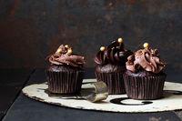 Schokoladencupcake mit Schokoladentopping