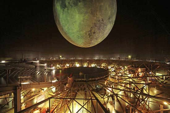 Ausstellung Sonne Mond und Sterne im Gasometer Oberhausen
