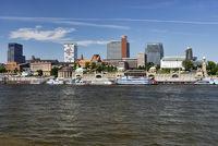 Landungsbrücken und Hafenkrone in Hamburg