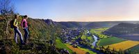 Wanderer im Altmühltal bei Arnsberg