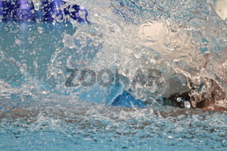 Ausatmen im Schwimmen